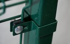 Koncová hranatá príchytka plotového panelu