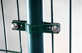 Priebežná okrúhla príchytka plotového panelu